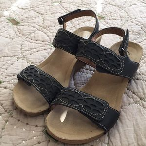 7.5 Clark's Bendables Wedge Sandals